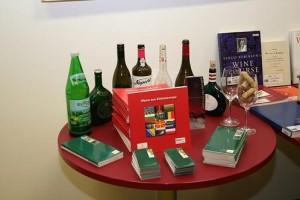 vinho e livro