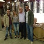 Proprietários da Vinícola Angheben (Eduardo Angheben - a minha dir. e Sr. Idalêncio Angheben - a minha esq.) recebem equipe do blog