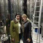 Caroline Fantin, Executiva de Vendas da Pizzato, apresenta as instalações da Vinícola