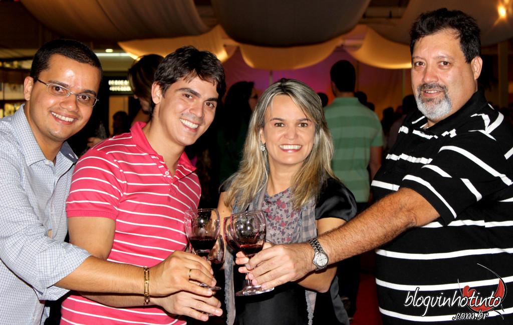 Bruno da Saca-rolhas, Marcelo da Vintage, Etiene Gomes do Blog Vinho Tinto e o organizador do evento Rodrigo Leitaão
