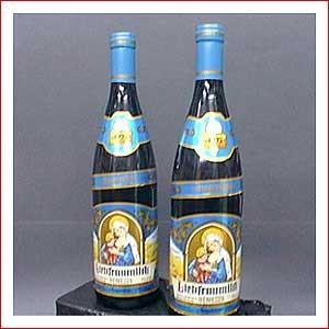 O vinho da garrafa azul