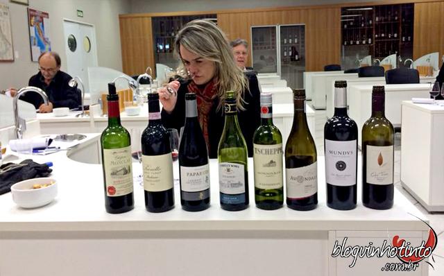Aulas de degustação técnica em sala de aula e durante as visitas às vinícolas