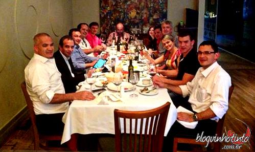 Confraria Franciscana - Sommeliers, enófilos e empresários da área de vinho e de gastronomia de Brasília degustando os shiraz do mundo
