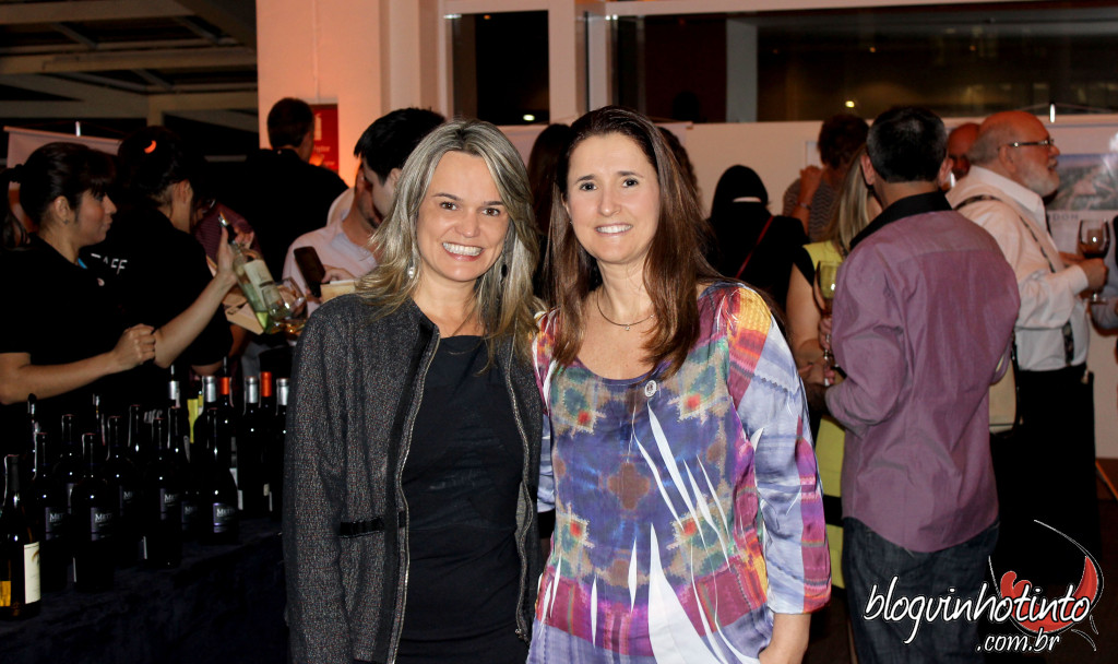 A iniciativa foi da Smart Buy Wines, capitaneada por Giselda Badelucci, à minha direita na foto.