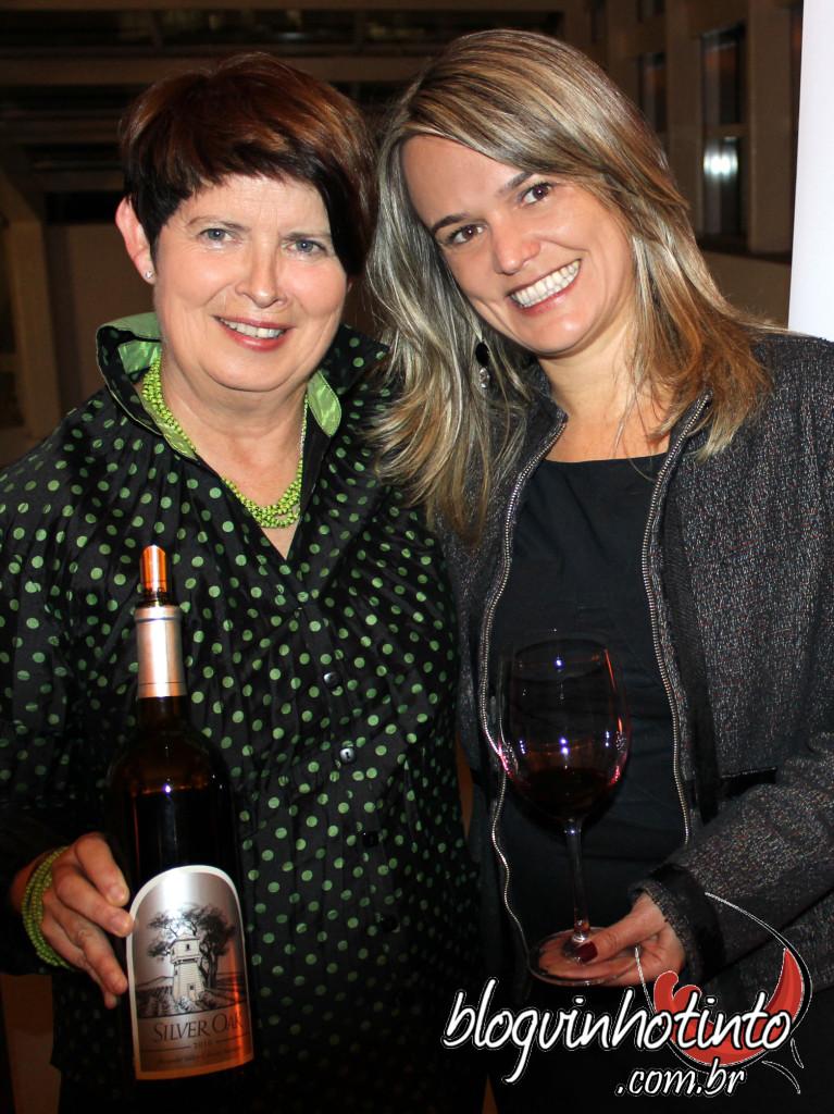 Na foto com Viven Gay, Embaixadora da Silver Oak e Presidente do Conselho do Comitê Internacional de Napa Valley Vintners