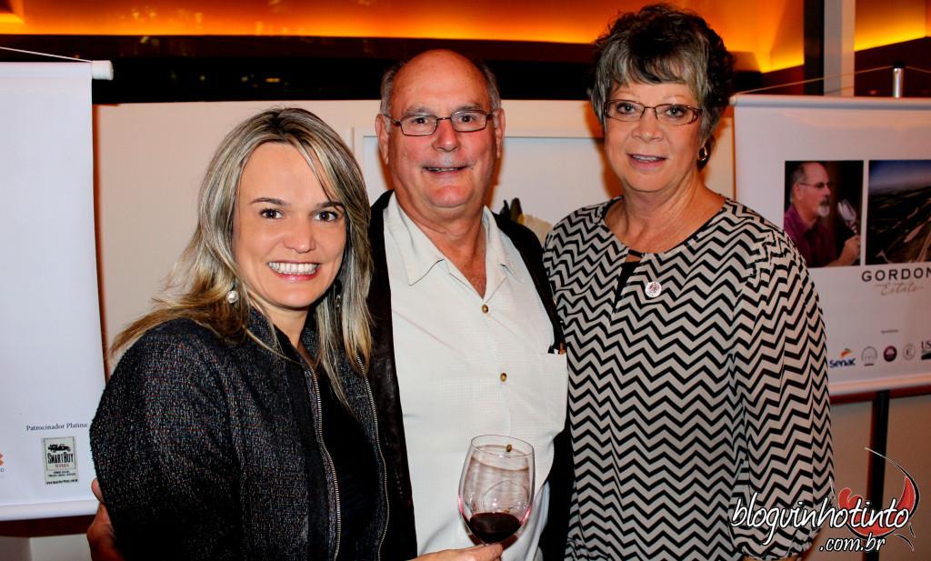 Eu com os proprietários da vinícola Gorden Brothers, de Washington. Jeff Gordon (foto) foi pioneiro no estado na produção de vinhos.