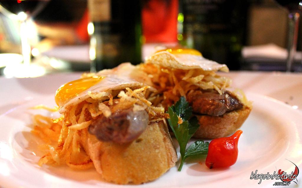 O delicioso montadito de filé a cavalo servido no Parrilla Madrid foi um dos acompanhamentos servidos na degustação.