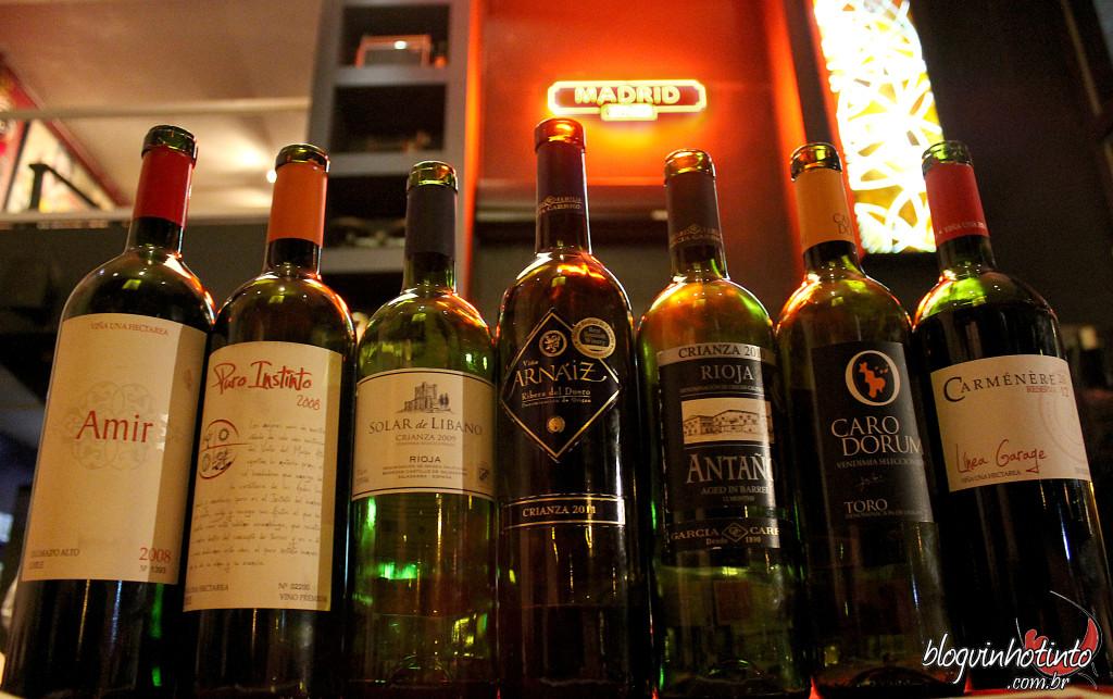 Degustação de tintos chilenos e espanhóis no Parrilla Madrid: ambos os países bem representados pelos seus vinhos