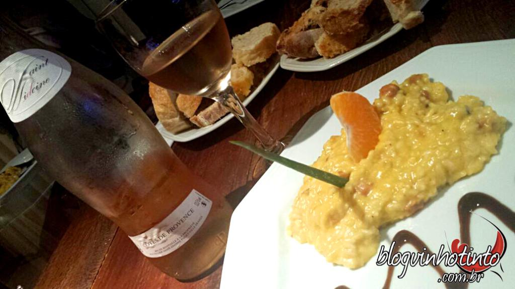 Risoto de tangerina com bacon e queijo gouda - preparado pelo Chef revelação César Santos - harmonizado com um rosé de Provence.