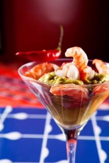 Coctel Nayarit (preparado com guacamole - creme mexicano de abacate salgado- e camarões picantes, R$ 15,00)