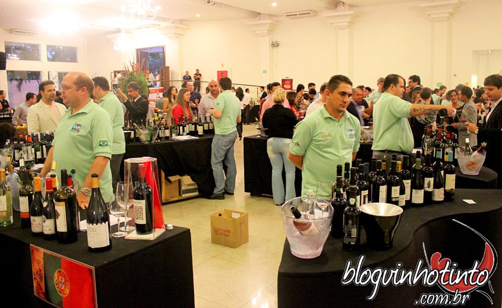 Mais de 550 garrafas de 15 países diferentes foram vendidas no evento.