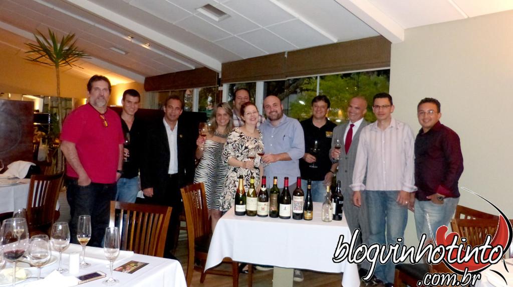 Carlos Alberto, Evandro, Joaldo, Etiene, Giuliana, Marcos (ao fundo), Rafael, Santana, Fabiano e Zé Filho.