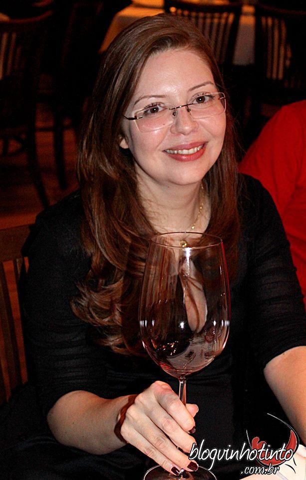 Giuliana Ansillero, anfitriã sempre preocupada que merece todos o reconhecimento da Cofraria