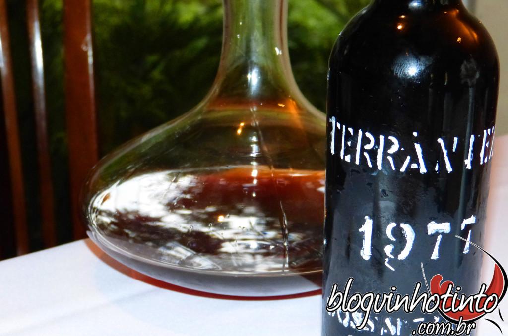 Mineralidade, frutas secas e oxidação: vinho para iniciados.
