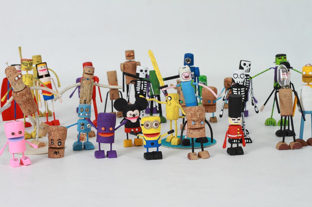 """""""Cada rolha é diferente, cada boneco é feito e pintado à mão. E eles nascem cheios de personalidade!"""""""