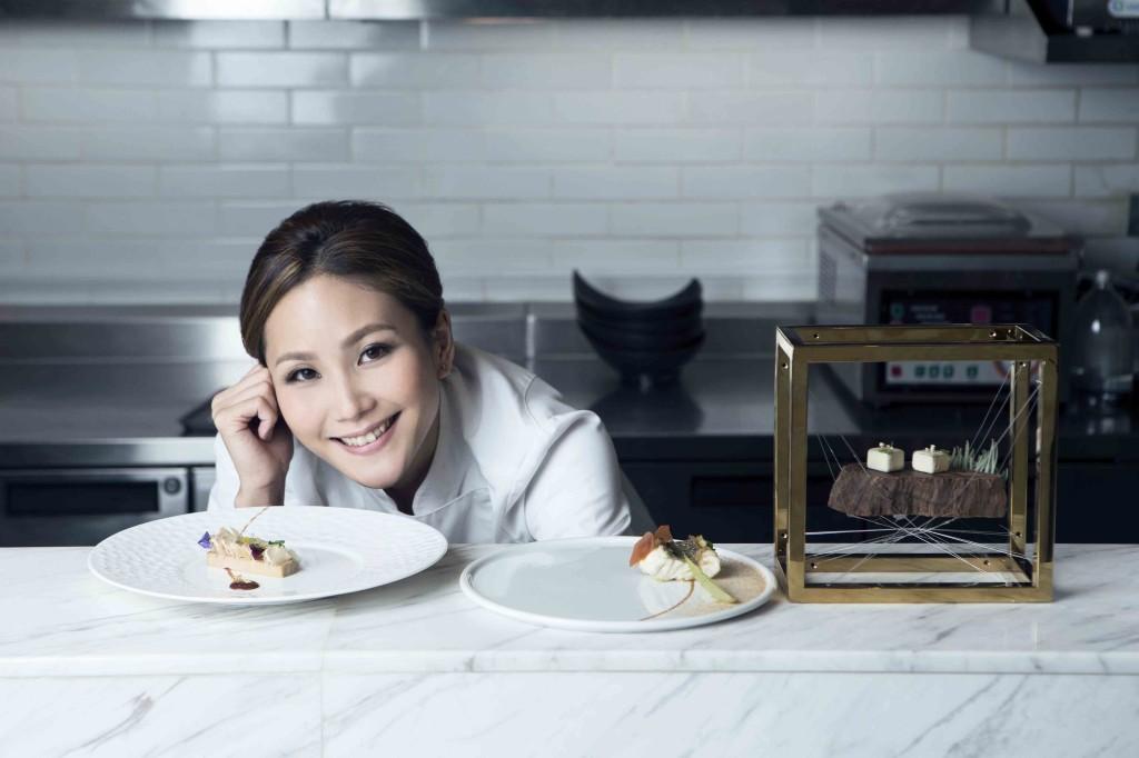 Com pratos de inspiração francesa com influências asiáticas, seu talento para a arte visual é refletido em suas impecáveis apresentações