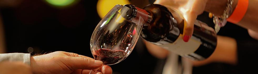 Vinhos muito, muito antigos não devem ser decantados para evitar que o delicado buquê se evaneça em pouco tempo