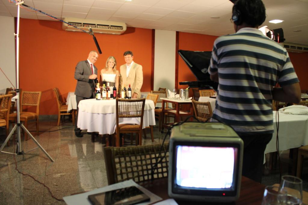 Da esq. para dir.: Leonildo Santana, eu e Marcos Rachelle gravação no restaurante Dom Francisco (Asbac) em Brasília