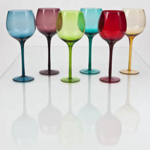 Taças coloridas não são ideais para degustar vinhos