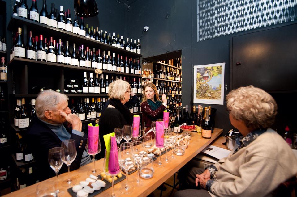 Na Enoteca Divvino Paris, Marina Giuberti vende vinhos selecionadíssimos e ministra cursos especiais