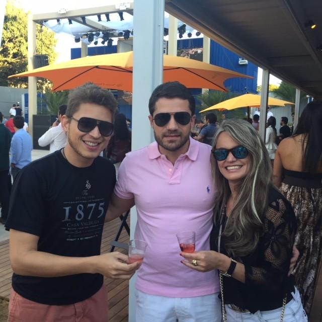 Brindando com Rafael Sá, representante da Casa Valduga, e Albert Limoeiro, um dos sócios do Beach Club.