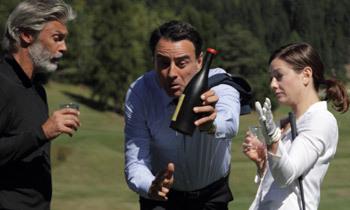 Giovanni tentando salvar uma garrafa de Marzemino Especial de 44 mil euros (cena hilária!)