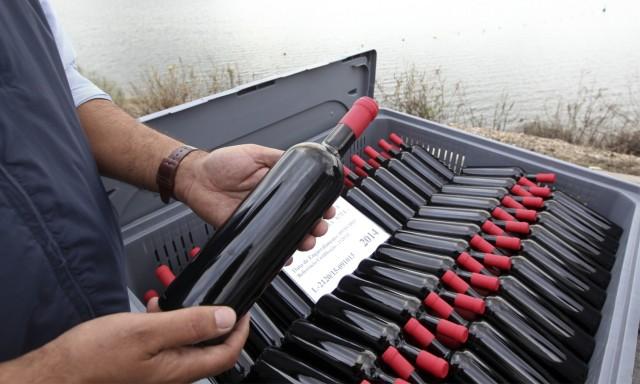 30 mil garrafas debaixo d'água para criar um vinho diferenciado como os encontrados em navios naufragados (Foto Nuno Veiga - Lusa)