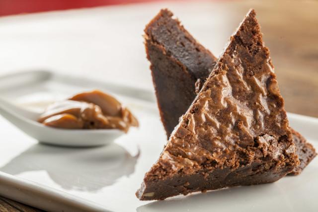 brownie com doce de leite, harmonizado com o vinho de sobremesa Viu Manent Late Harvest, fecha o passeio enogastronômico.
