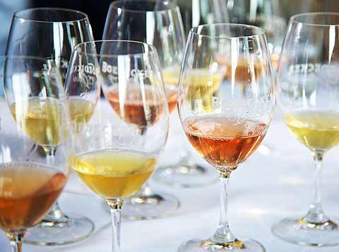 O aspecto do vinho laranja pode variar do vivo ao âmbar