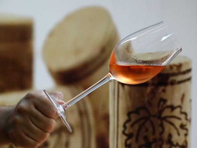 Um vinho rosado é muito bom para dias queintes