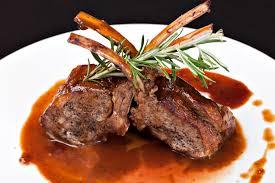 Um bom Cabernet Sauvignon irá combinar com carne de cordeiro
