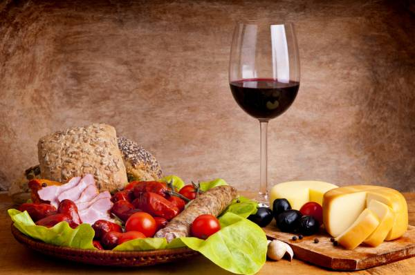 Consumir vinho é mais saudável do que consumir cerveja ou refrigerante, inclusive os LIGHTS!
