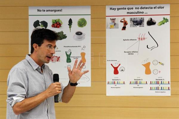"""chefe de grupo do CRG e especialista em sistemas sensoriais e comportamento, Matthieu Louis, durante a apresentação do projeto """"Brainy Tongue"""" nesta quarta-feira, em Barcelona. EFE/Marta Pérez"""