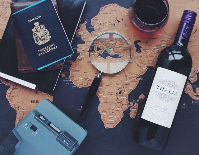 Na hora de voltar pra casa, o amante de vinhos não pode se esquecer de checar cada passo antes de chegar ao Brasil com a mala cheia de vinhos. Limite de valor e bagagem, forma de acondicionar... Cada detalhe merece atenção.