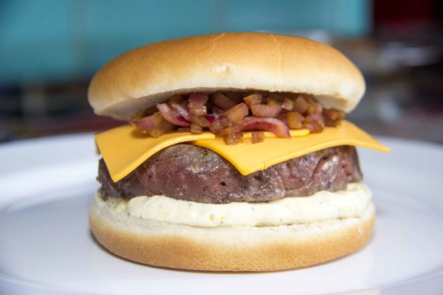 hamburguer-de-ancho_restaurante-universal_foto-de-daniel-zukko-1