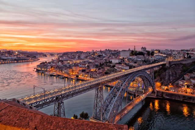 Portugal, Porto, Ponte Luis I no Por do Sol, vista do topo