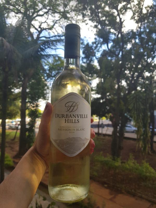 Apreciei o Durbanville Hills Sauvignon Blanc em um fim de tarde bem quente, o que tornou o vinho melhor ainda