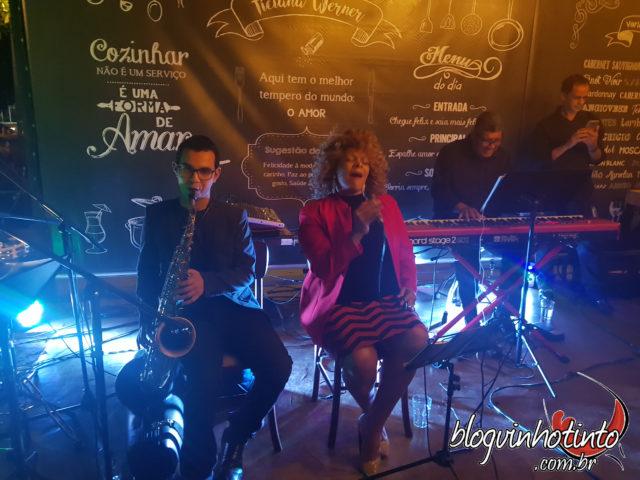 A cantora Rosana Brown garantiu mais diversão ao O Dia do Vinho Ticiana Werner