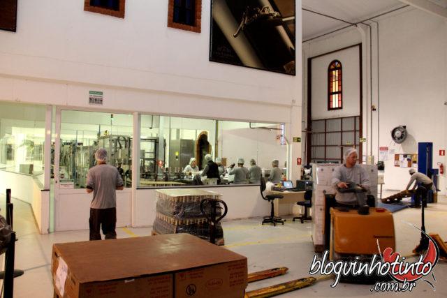 A vinícola impressiona pela modernidade de suas instalações