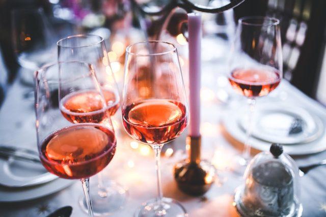 Por mais que a comida peça um vinho muito encorpado, ele será muito pesado para o clima da Primavera