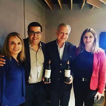 Etiene Carvalho (Blog Vinho Tinto), Fred Benjamin (Porto a Porto), produtor e Bianca Dumas (Blog Vinho Tinto e @vinhobonzao)