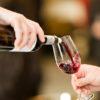 Servindo Vinho