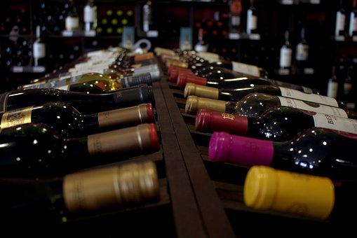 Várias garrafas de vinho