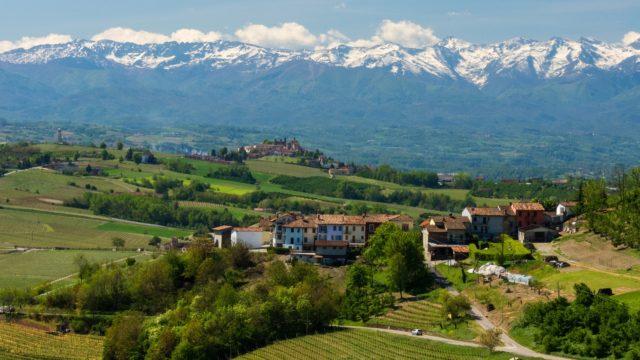 Excelentes vinhos brancos são produzidos no exuberante Vale d'Aosta, mas mal saem da região.