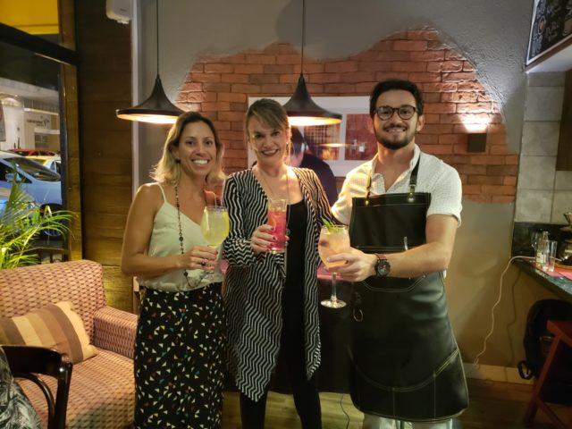 Fabiana Braga, proprietária do Rapport Café, Etiene Carvalho (Blog Vinho Tinto) e o mixologista Victor Moretti