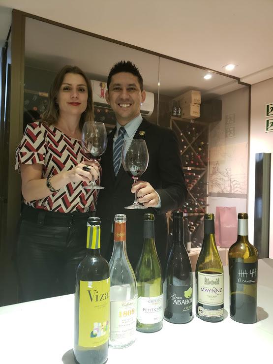 Bianca Dumas (@vinhobonzao e Blog Vinho Tinto) e o novo sommelier do Tejo Restaurante: Francisco Chaves