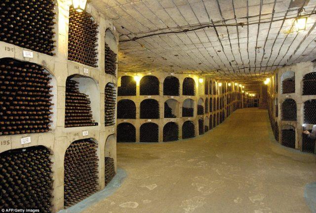 Atualmente há mais de 2 milhões de vinhos guardados
