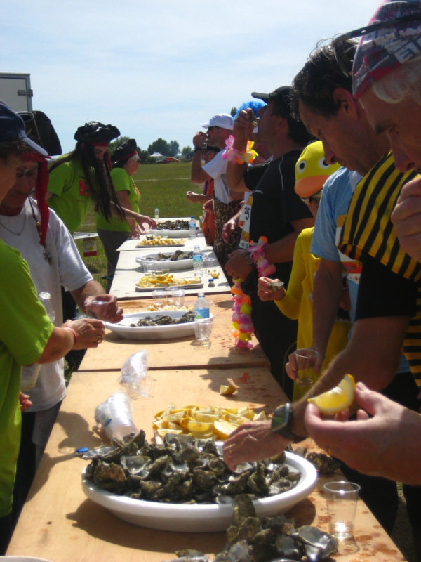 No percurso, até ostras são oferecidas aos participantes da Maratona