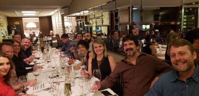 Confraria Rollé, formada por enófilos, reunida no Dom Francisco 402Sul em noite de vinhos portugueses
