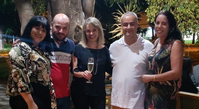 Etiene Carvalho do Blog Vinho Tinto com os proprietários do Restaurante Primus Leandro e Thalita (à esq.) e Robert e Lena (à dir.)
